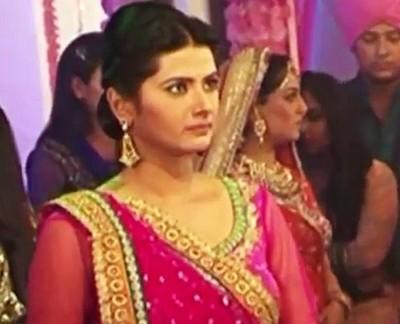 Kasam: Tanuja slaps Neha-Bani for getting Bedi family arrested